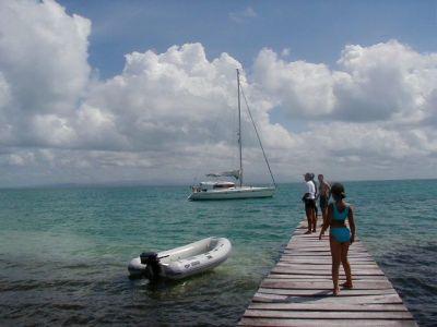 Bareboatzeilen Caraiben Cuba - Met de bijboot naar de steiger